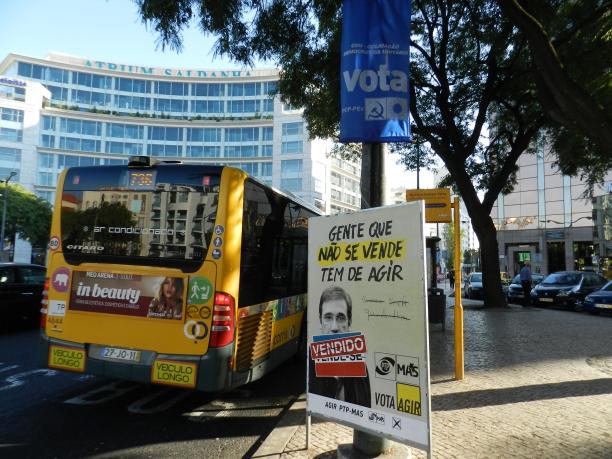 Cartazes das eleições em rua de Lisboa Crédito: Giuliana Miranda
