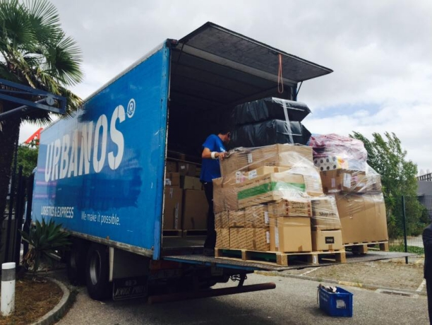 Caminhão é carregado com donativos portugueses para os refugiados Crédito: Divulgação/Aylan Kurdi Caravan