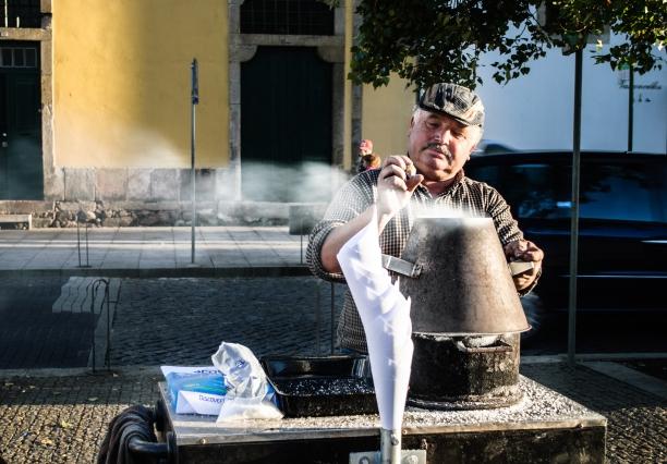 Vendedor de castanha em Vila Nova de Gaia, norte do país Crédito:  NoirKitsuné/CC