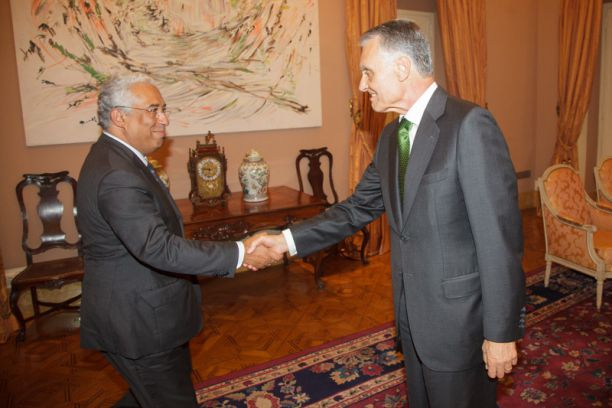 António Costa (esq) se reuniu com o presidente Cavaco Silva para explicar plano de governo Crédito: Presidência da República