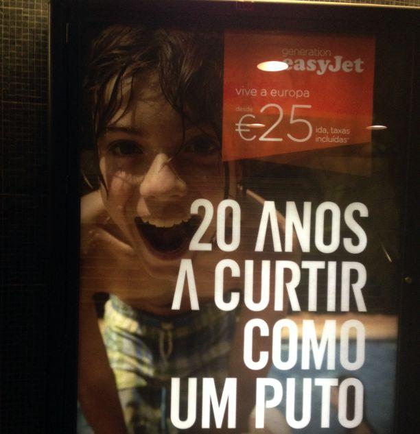 Anúncio de companhia aérea no metrô de Lisboa Crédito: Giuliana Miranda