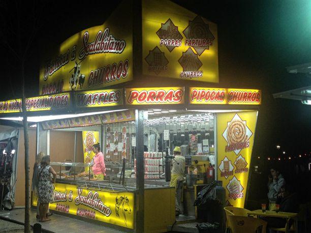 Quiosque vende faturas e outros doces fritos Crédito: Giuliana Miranda