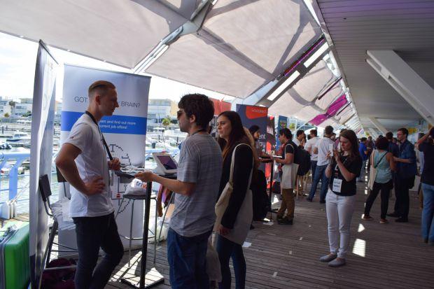 Jovens participam do Landing Jobs festival, em Lisboa