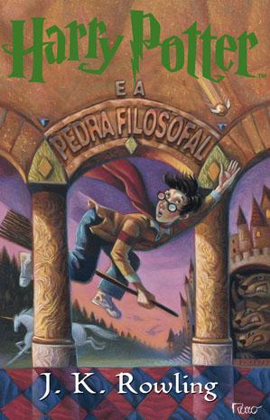 """Capa de """"Harry  Potter e  Pedra filosofal"""", primeiro livro da série, que foi parcialmente escrito em Portugal (Foto: Divulgação)"""