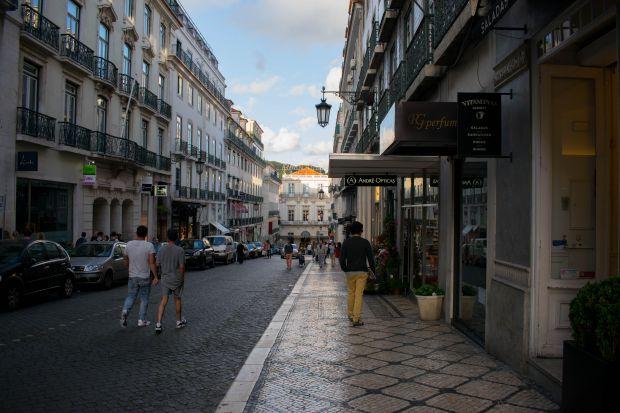 Chiado, no centro histórico de Lisboa, concentra uma importante área de compras | Foto: Giuliana Miranda