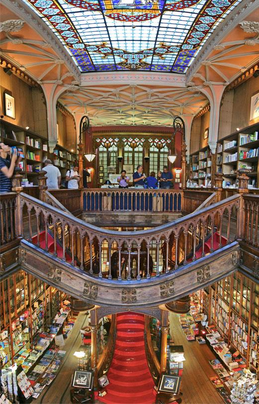 Escadaria da livraria Lello teria inspirado a de Hogwarts (Foto: Wikicommons)