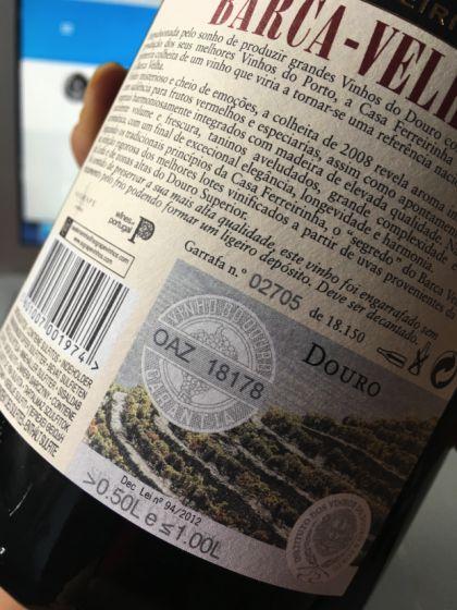 Rótulo do Barca velha traz número da garrafa como item de segurança | Foto: Giuliana Miranda/Folhapress