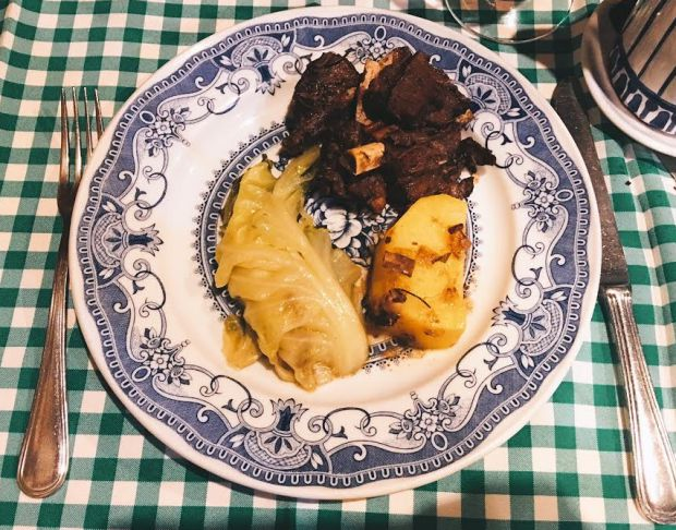 Pratos com carne de caça, proibida no verão, são a cara do inverno português | Foto: Giuliana Miranda
