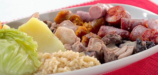 Cozido à portuguesa: união de diversos tipos de carne, que variam conforme a região | Foto: Continente