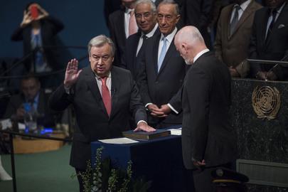 António Guterres, ex-primeiro-ministro de Portugal, presta juramento na Assembleia Geral da ONU em NYC | Foto: UN Photo/Amanda Voisard
