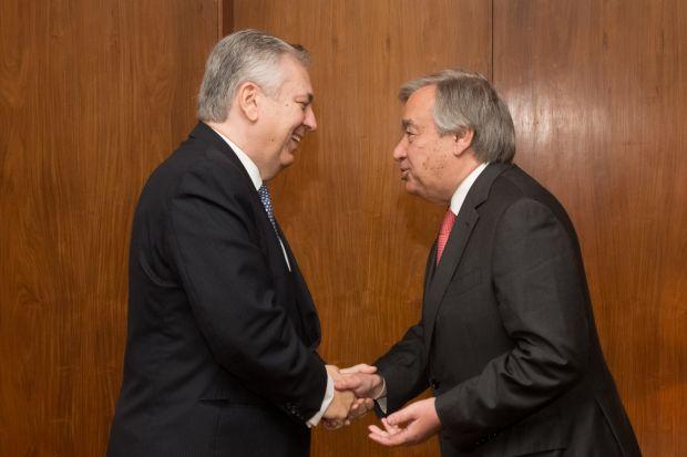Figueiredo Machado, então ministro de Relações Exteriores, recebe visita de Guterres, que chefiava a agência de refugiados da ONU, em Brasília | Foto: Ana de Oliveira - 02.dez.2014/AIG-MRE