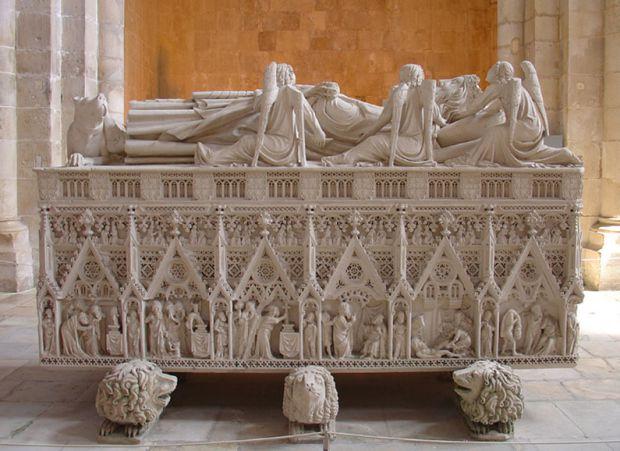 Túmulo de d.Pedro no mosteiro de Alcobaça