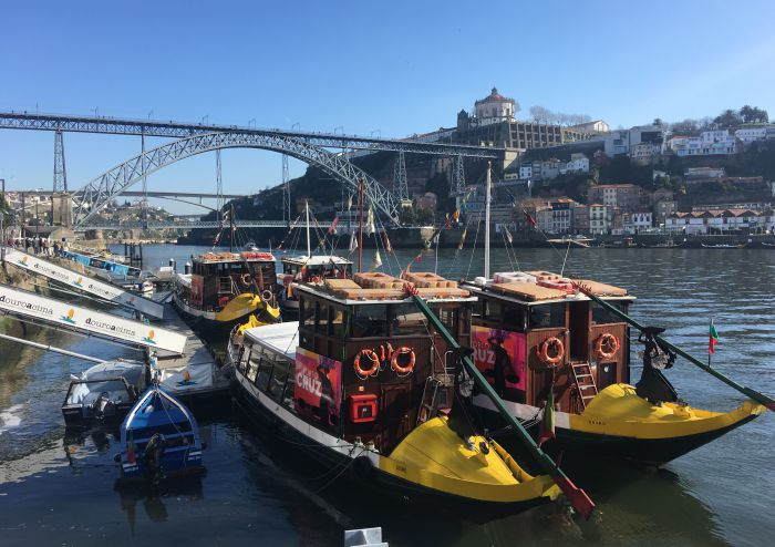 Barcos rabelo no rio Douro, no Porto | Foto: Giuliana Miranda/Folhapress