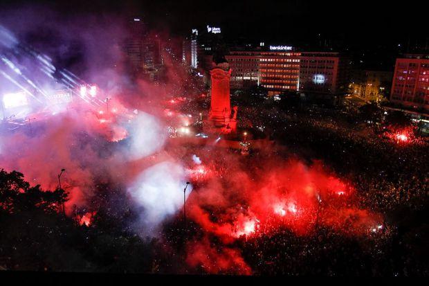 Torcedores do Benfica lotam o Marquês de Pombal, em Lisboa | Foto: Facebook Sport Lisboa e Benfica