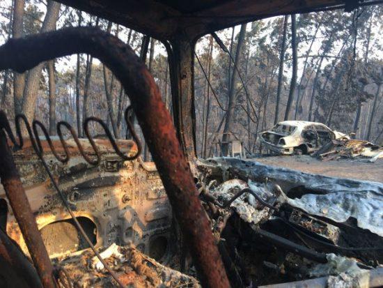 Vestígios do incêndio florestal na estrada nacional 236, em Portugal, que ficou conhecida como a estrada da morte, por concentrar 47 dos mais de 60 mortos na tragédia | Foto: Giuliana Miranda/Folhapress