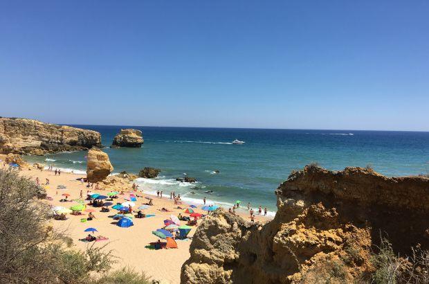 Praia de são Rafael, no Algarve | Foto: Giuliana Miranda