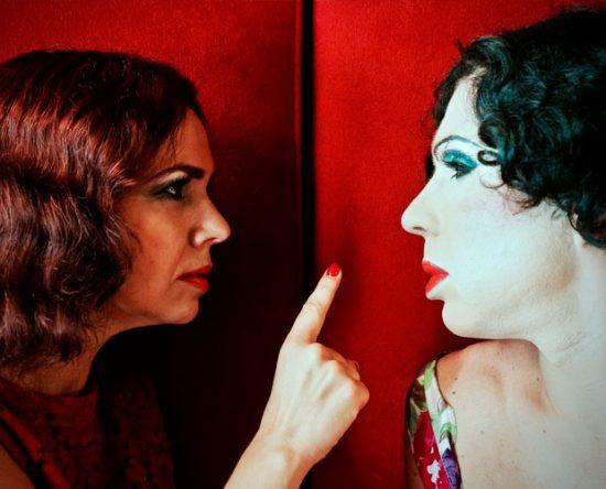 Os atores Sofia de Portugal e Francisco Beatriz se revezam no papel de Alice | Foto: Fernando Mendes/Divulgação