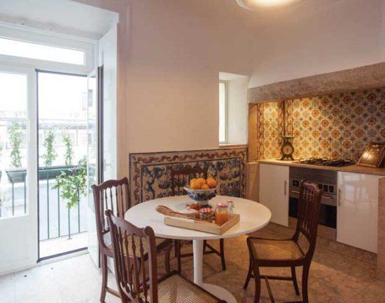 Cozinha manteve os azulejos tradicionais do período | Foto: Divulgação