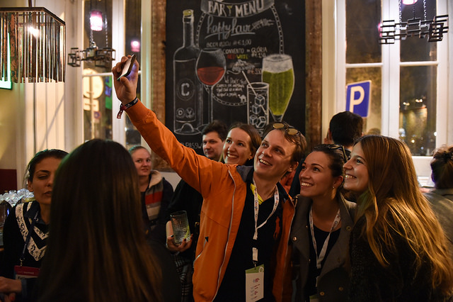 Tudo é registrado para as redes sociais| Foto: David Fitzgerald/Web Summit via Sportsfile