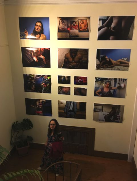 Paredes do palacete têm agora exposição fotográfica | Foto: Giuliana Miranda/Folhapress
