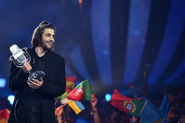 Salvador Sobral na apresentação vencedora do Eurovisão, em maio de 2017 | Foto: Sergei Supinsky/AFP