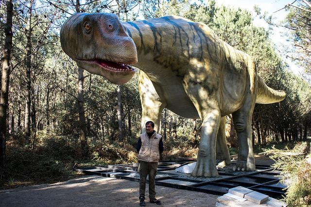 Lourinhasauros, o maior do parque, tem 23 m de comprimento | Foto: Giuliana Miranda/Folhapress