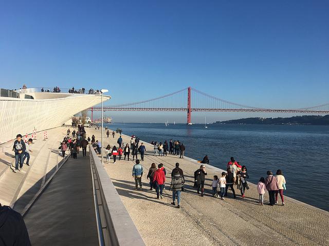 Região de Belém, à beira do Tejo, é uma das favoritas dos turistas | Foto: Giuliana Miranda/Folhapress