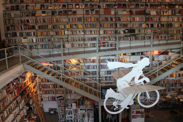 Livraria Ler Devagar fica na LX Factory | Foto: Reprodução/Facebook