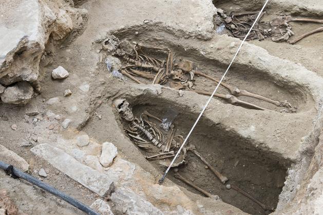 Corpos foram enterrados diretamente no solo | Foto: Câmara Municipal de Lisboa
