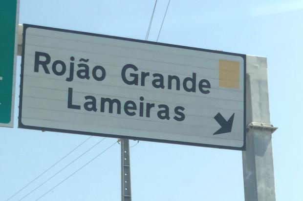 Placas para Rojão Grande chamam a atenção no Norte de Portugal | Foto: Giuliana Miranda/Folhapress
