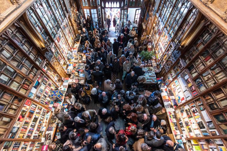 Livraria ficou lotada para festa de 113 anos | Foto: José Caldeira/Divulgação/Lello