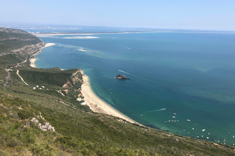 Na região de Setúbal, a praia da Figueirinha está entre as laureadas | Foto: Giuliana Miranda/Folhapress