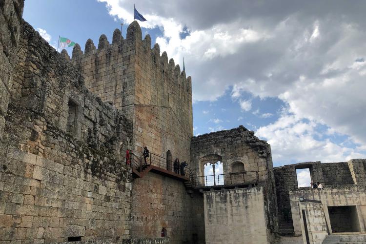 Vista interna do castelo de Belmonte, onde nasceu Pedro Álvares Cabral | Foto: Giuliana Miranda/Folhapress