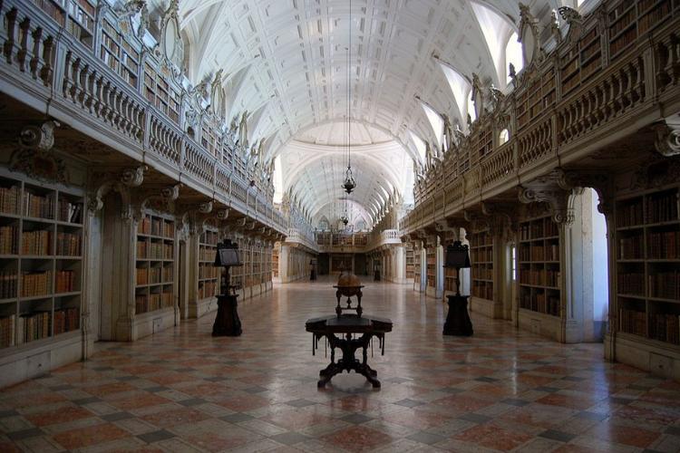Famosa, biblioteca do palácio de Mafra está em várias listas de mais bonitas do mundo | Foto: Joselomba/Wikicommons