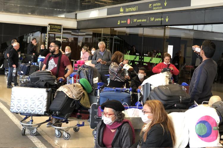 Brasileiros enfrentam dificuldades no aeroporto de Lisboa | Foto: Giuliana Miranda/Folhapress