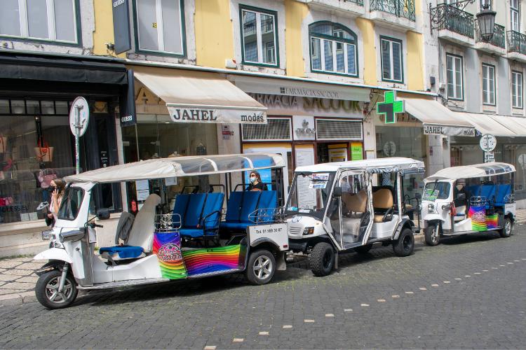Um dos símbolos do turismo na capital, Tuktuks ficaram ociosos | Foto: Giuliana Miranda/Folhapress